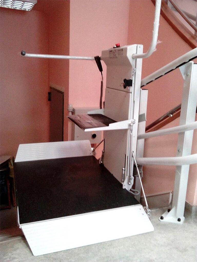 Ανελκυστήρας πλατφόρμας OMEGA στο Κέντρο υγείας Βύρωνα