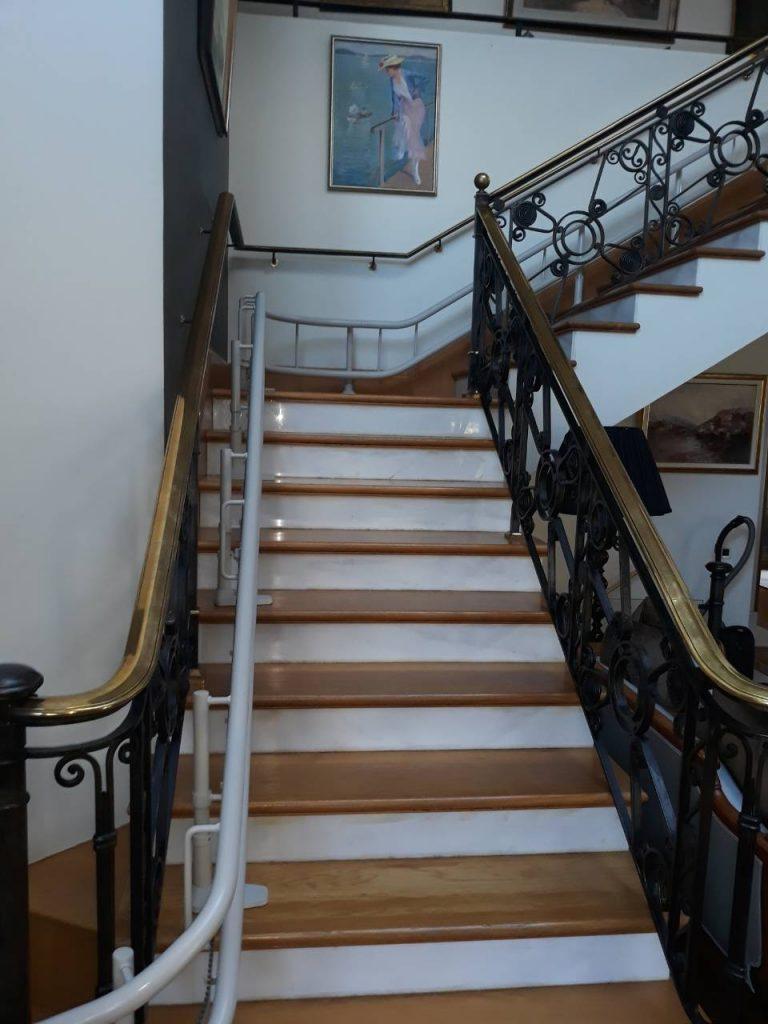 Νέα εγκατάσταση ανελκυστήρα σκάλας Sοlus 260 για περιστροφικές σκάλες εγκαταστάθηκε στη ΦΙΛΟΘΕΗ.